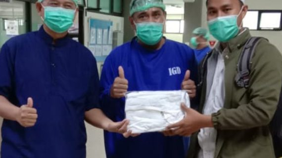 Pemberian Paket Sembako Dan APD untuk Korban Terdampak COVID